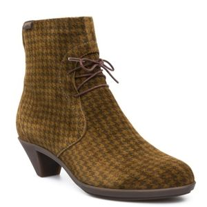 Camper Agatha Houndstooth Plaid Lace Up Booties 39